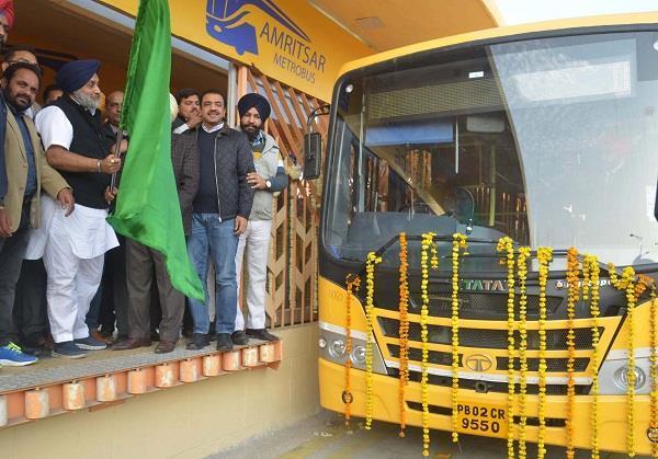 गुरुनगरी में चलेगी मैट्रो बस,सुखबीर ने दी झंडी