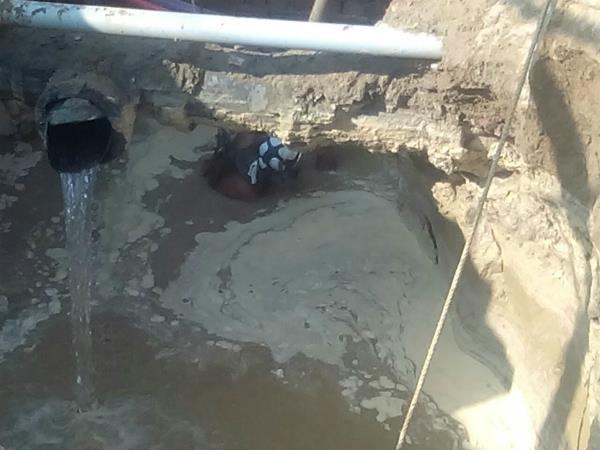 सीवरेज में डूबने से मजदूर की मौत, 3 घायल