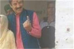 Video-स्वर्ण सलारिया ने अपनी मां के साथ किया मतदान