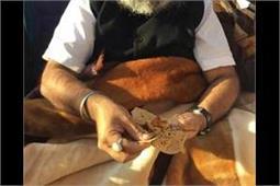 Video-कांग्रेस खिलाफ मोर्चे पर डटे सुखबीर-मजीठियाः आम के आचार के साथ छका परशादा