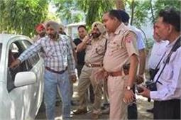 वीडियो में देखें कैसे चेयरमैन की कार का शीशा तोड़ लुटेरों ने उड़ाए 6 लाख रुपए
