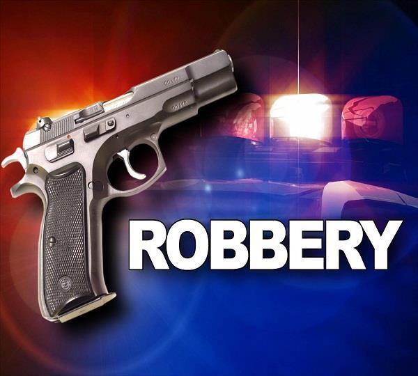 हथियारों के बल पर लाखों रुपए लूटे