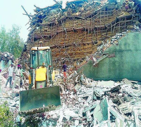 गीगनवाल में कोल्ड स्टोर की दीवार गिरने से 3 गऊओं की मौत