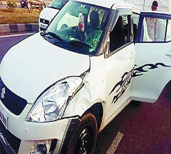 कार चालक ने डाक्टर को कुचला, इलाज के नाम पर कार में डाल ले भागा