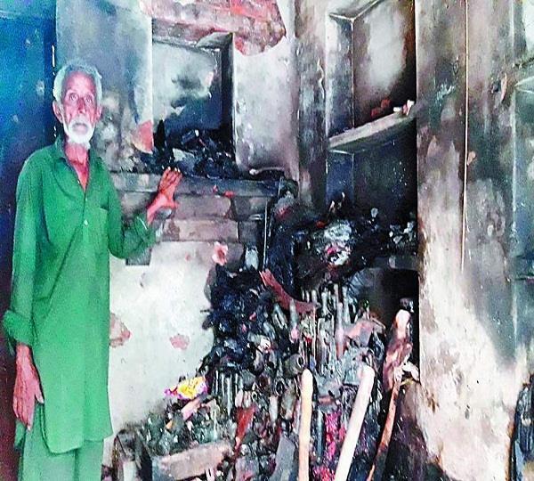 फ्रूट व मनियारी के गोदाम में भयानक आग, बाल-बाल बचा दुकान मालिक
