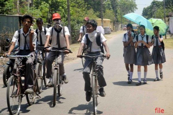 गर्मी के चलते पंजाब में स्कूलों का समय बदला, गर्मियों की छुट्टियां 1 से 30 जून तक