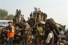 इंदौर-पटना एक्सप्रेस पटरी से उतरी- हादसे के बाद की दर्दनाक तस्वीरें