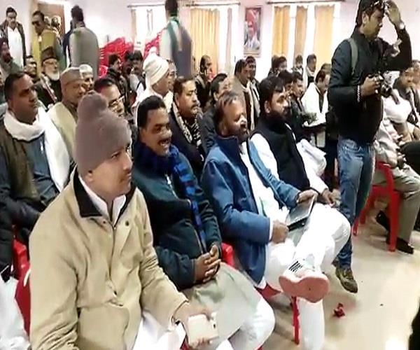 राजबब्बर का BJP पर हमला, बोले- सरकार कहीं महोत्सव मना रही तो कहीं पोत रही रंग