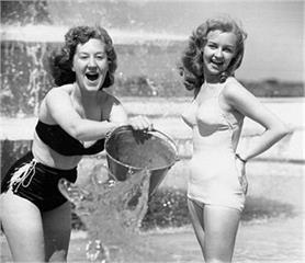60 साल पहले कुछ ऐसे छुट्टियां मनाते थे लोग, देखें कुछ मजेदार तस्वीरें