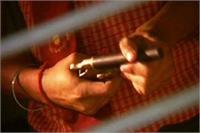 बैंक प्रबन्धक को गोली मारकर चार लाख की लूट