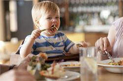 बच्चों के साथ भी रेस्तरां में खाने का एेसे लुत्फ उठाए