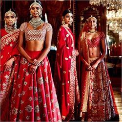 फैशन और ग्लैमर का दूसरा नाम है ''सब्यसाची'' (PHOTOS)