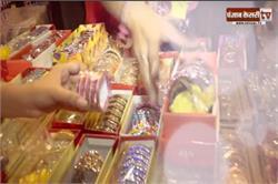 करवाचौथ Special: बाजारों में रही रौनक, मेहंदी और चूडिय़ों पर महिलाओं का लगा रहा तांता (video)