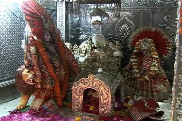 पहले नवरात्रे पर मां बाला सुंदरी के दर्शनों के लिए उमड़ी भक्तों की भीड़ (Watch Pics)