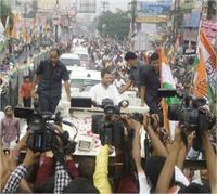 राहुल गांधी ने मेरठ में शुरू किया रोड शो, राज बब्बर और शीला दीक्षित भी साथ