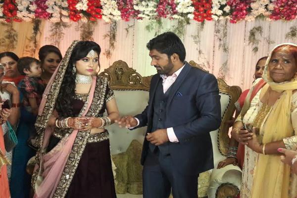 योगेश्वर दत्त ने की Engagement, जनवरी में बजेगी शादी की शहनाई (Pics)