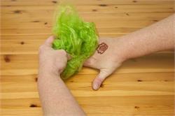 हाथों से मेहंदी हटाने के उपाय