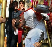 तस्वीरों में देखिए, करंट लगने के बाद सिर पकड़ 2 मिनट के लिए SHOCKED रह गए राहुल