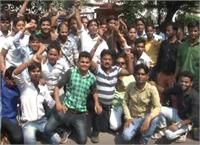 ताजमहल में फोटो खींचने पर लगी रोक, हजारों फोटोग्राफरों ने किया केंद्र व प्रदेश सरकार के खिलाफ प्रर्द