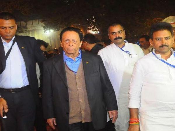 काशी: गंगा आरती पर दिखा अद्भुत नजारा, मॉरीशस के PM ने की मोदी की प्रशंसा (Pics)
