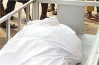 नोट गिनते-गिनते महिला की हार्ट अटैक से मौत, इतना कैश देख पुलिस भी दंग (Pics)
