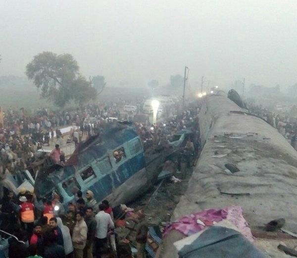 देखिए...कानपुर ट्रेन हादसे की दर्दनाक तस्वीरें
