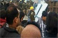 कानपुर ट्रेन हादसा: प्रत्यक्षदर्शी ने बताया- 2 टुकड़े हो गई बच्ची, देखें दर्दनाक तस्वीरें