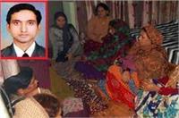 नक्सली हमले में शहीद हुआ मेरठ का CRPF जवान, घर में मचा कोहराम (Pics)