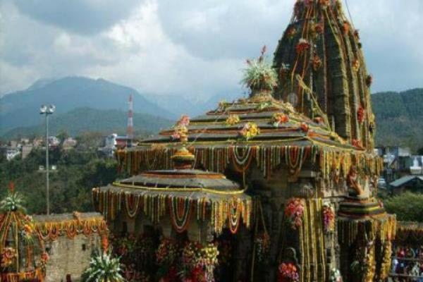 ऐतिहासिक शिव मंदिर बैजनाथ में आज होगी अखरोटों की बारिश