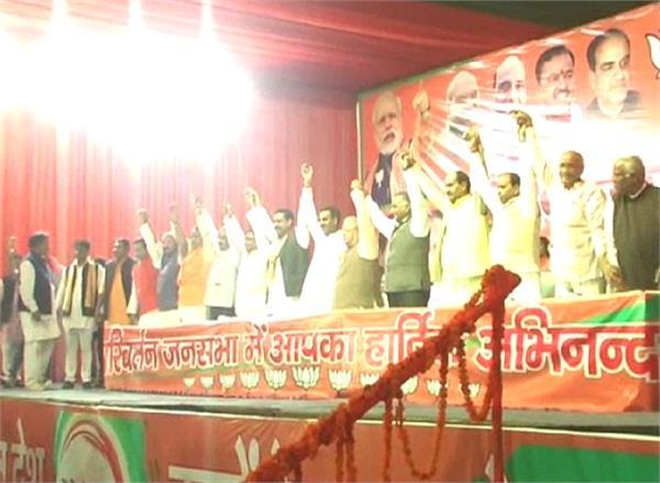 दलितों, किसानों और युवाओं के साथ मजाक कर रही सपा सरकार: कलराज मिश्र