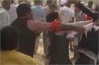 मोदी सरकार के खिलाफ प्रदर्शन कर रहे लोगों को बीजेपी कार्यकर्ताओं ने दौड़ा-दौड़ाकर पीटा