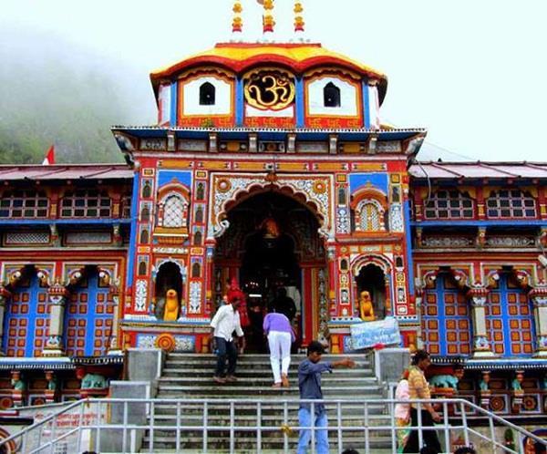 गणेश पूजा के साथ दोपहर 3.45 पर भगवान बद्रीनाथ के कपाट हुए बंद