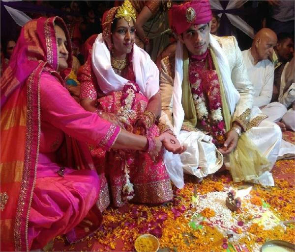 दुल्हन के जोड़े में खूब सजी रेस्लर गीता फोगाट, पवन संग लिए फेरे