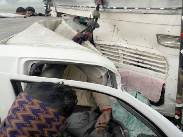 देखिए भयानक हादसे के PHOTOS: कार से खींचकर ऐसे निकाली गईं लाशें