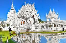 मंदिर जो लगता है पूरी तरह बर्फ से ढका