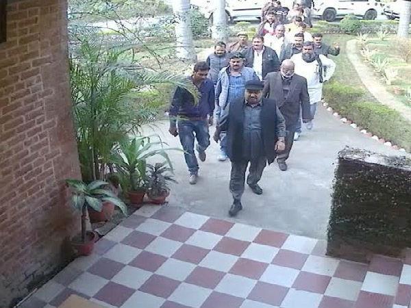 टिकट मिलने के 2 दिन बाद ही अतीक अहमद ने गुर्गों के साथ कॉलेज में की मारपीट