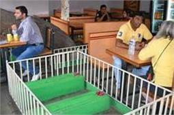 अजीबो-गरीब! कब्रों के बीच बना है भारत का यह रेस्टोरेंट