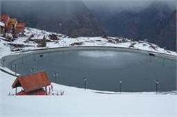 भारत की इन जगहों पर लें बर्फबारी का मजा