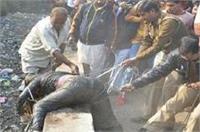 नाले में मिली महिला की लाश, कुछ इस तरह से निकाली गई बाहर