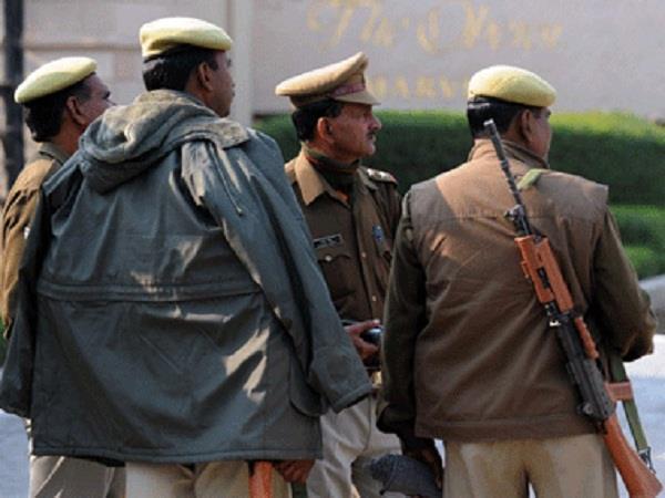 अराजकतत्वों को संरक्षण देना पुलिसकर्मियों को पड़ा बहुत महंगा