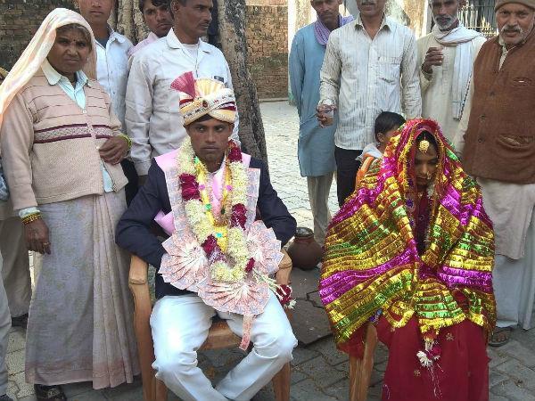 नोटबंदी के बीच अनोखी शादी बनी चर्चा का विषय