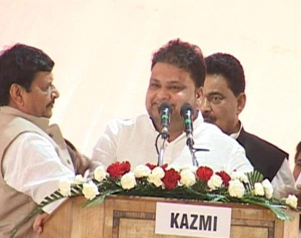 शिवपाल ने मारा था धक्का, अब CM ने बनाया दर्जा प्राप्त राज्यमंत्री