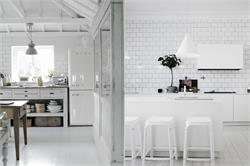 घर की सफेद टाइल्स को चमकाए इन आसान तरीकों से (pics)