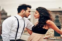 महिलाएं अपने प्यार का इजहार करने के लिए अपनाएं ये आसान से तरीके (PICS)