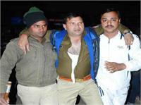 सपा नेताओं की गुंडागर्दी: थाने में दारोगा की टांग तोड़ी, दी वर्दी तक उतरवाने की धमकी (Pics)