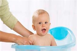 इन तरीकों को अपनाकर रखें बच्चे को घर में सुरक्षित (pics)