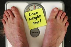 जिम जाने और खाना-पीना छोड़ने से नहीं, ऐसे कम होगा वजन