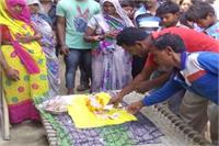 Watch Pics: सूअर ने दिया अजीबोगरीब बच्चे को जन्म, भगवान मान हो रही पूजा