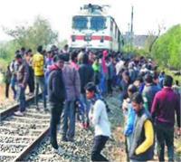 कालका एक्सप्रेस ट्रेन की चपेट में आने से 4 यात्रियों की मौत