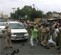 BSP नेता नसीमुद्दीन सिद्दीकी के काफिले पर पथराव, 8 लोग गिरफ्तार (Pics)